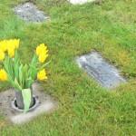 Cemetery_urn_garden